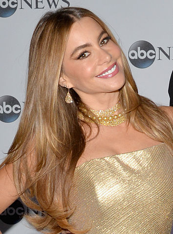 vergara_at_pre-white_house_correspondents_dinner_reception_pre-party_-_13927269587_cropped